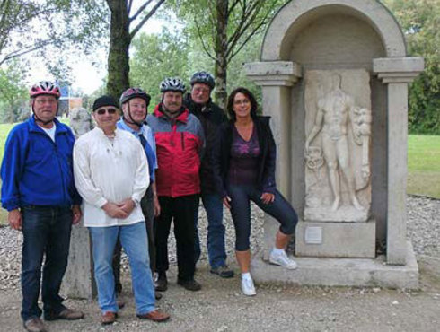 Merkurheiligtum mit Leuten Gersthofen Lechtal, Foto Deibler