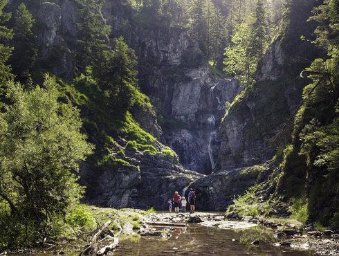 Sommer Wanderung Familie Stuibenfälle