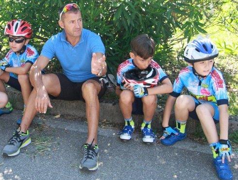 Radler Vater Mit Kindern