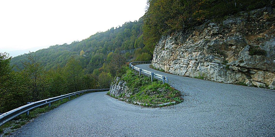 Serpentinen Praderadego Radroute Wanderroute