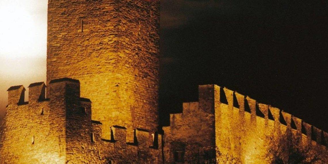 mel castello di notte