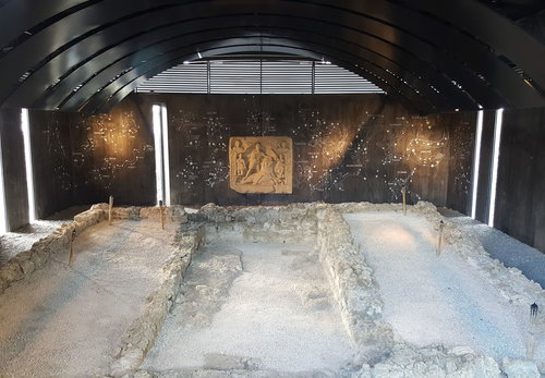 Mithraeum Überblick Innen Gerade Platschka