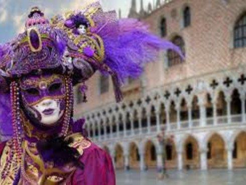 Maske und Palazzo