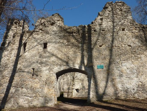 Burgruine Steinhart, außen, Hainsfahrt