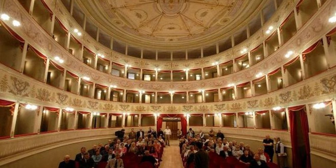 Teatro De La Sela Feltre Publico