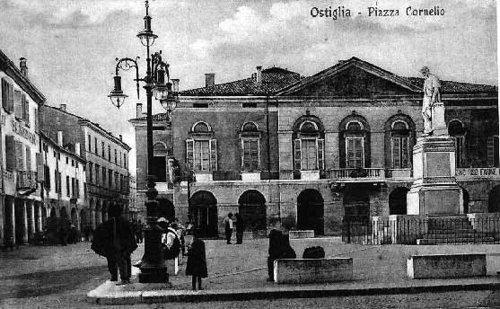 Ostiglia alte Ansicht Rathausplatz
