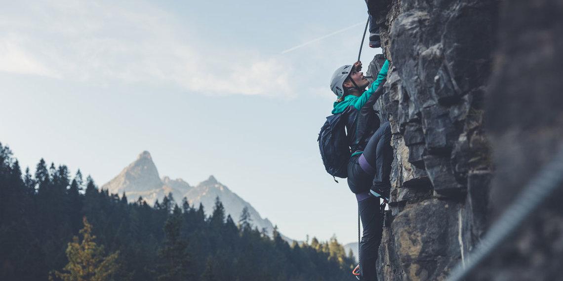 Sommer Klettern am Wasserfall