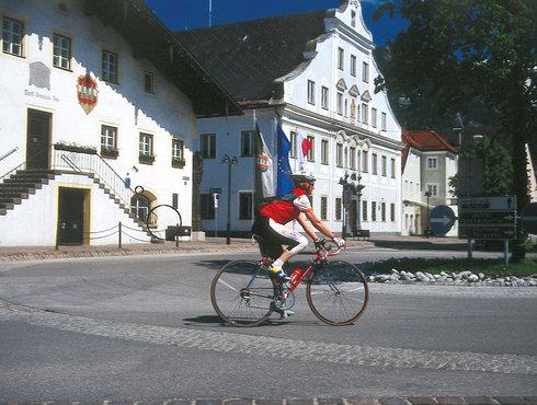 Rennradfahrer Kreisverkehr Untermarkt