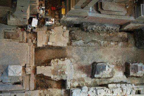 trento veduta dall alto dello scavo archeologico in corso nella chiesa di sant