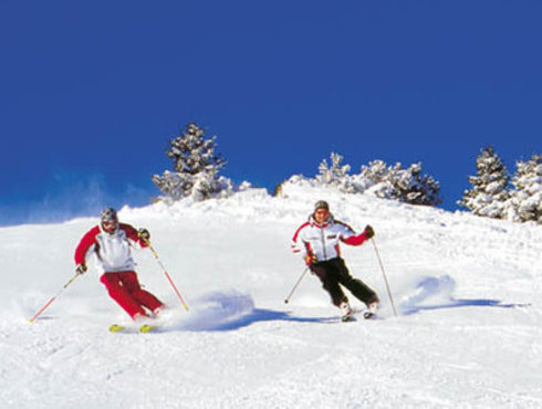Winter Paar Wedeln Tiefschnee