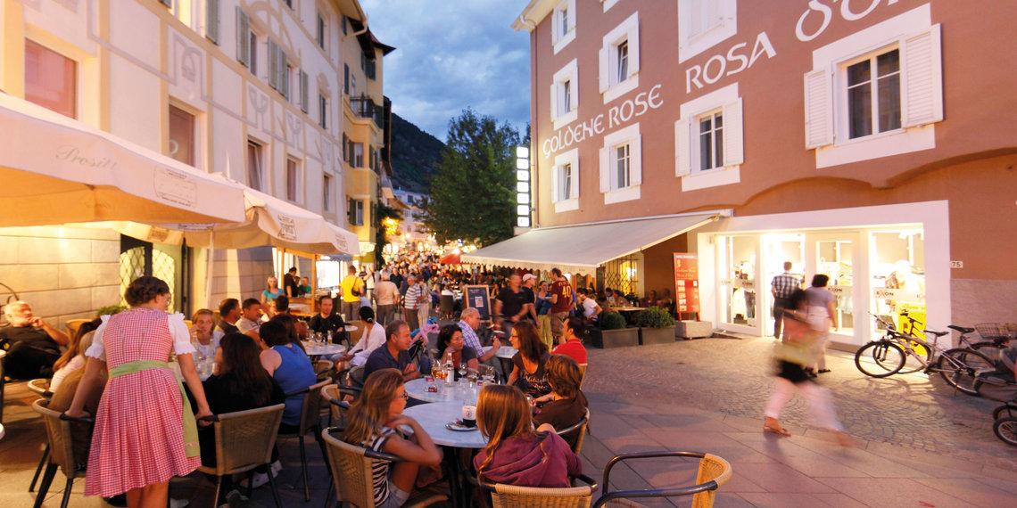 Vinschgau Abend Fußgängerzone Schlanders