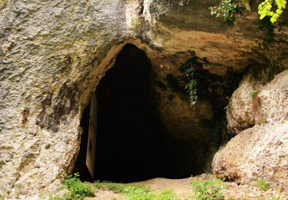 Grotta Di Lamon Castello