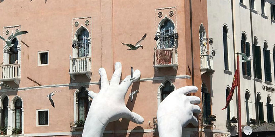 lorenzo quinn support biennale arte venezia 2017