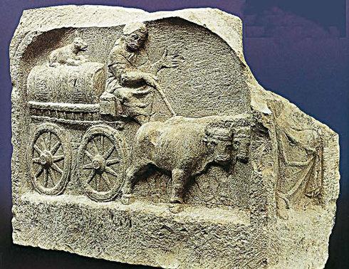 Relief eines Weinhändlers aus einem römischen Grabmal. Das Original findet sich im Römischen Museum Augsburg, an der Via Claudia Augusta.