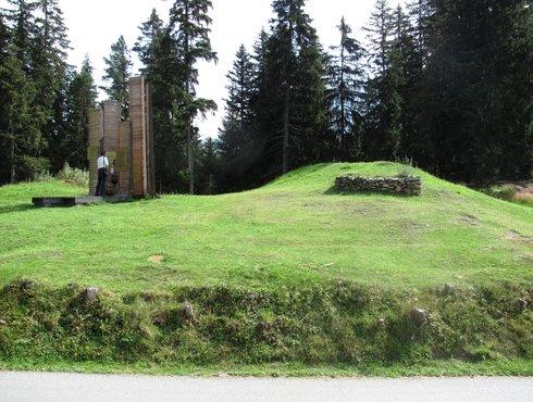 Brandopferplatz Fliess Foto Wikipedia Emolenz