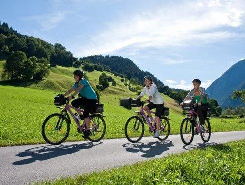 Tourenradfahrer zwischen Imst und Landeck