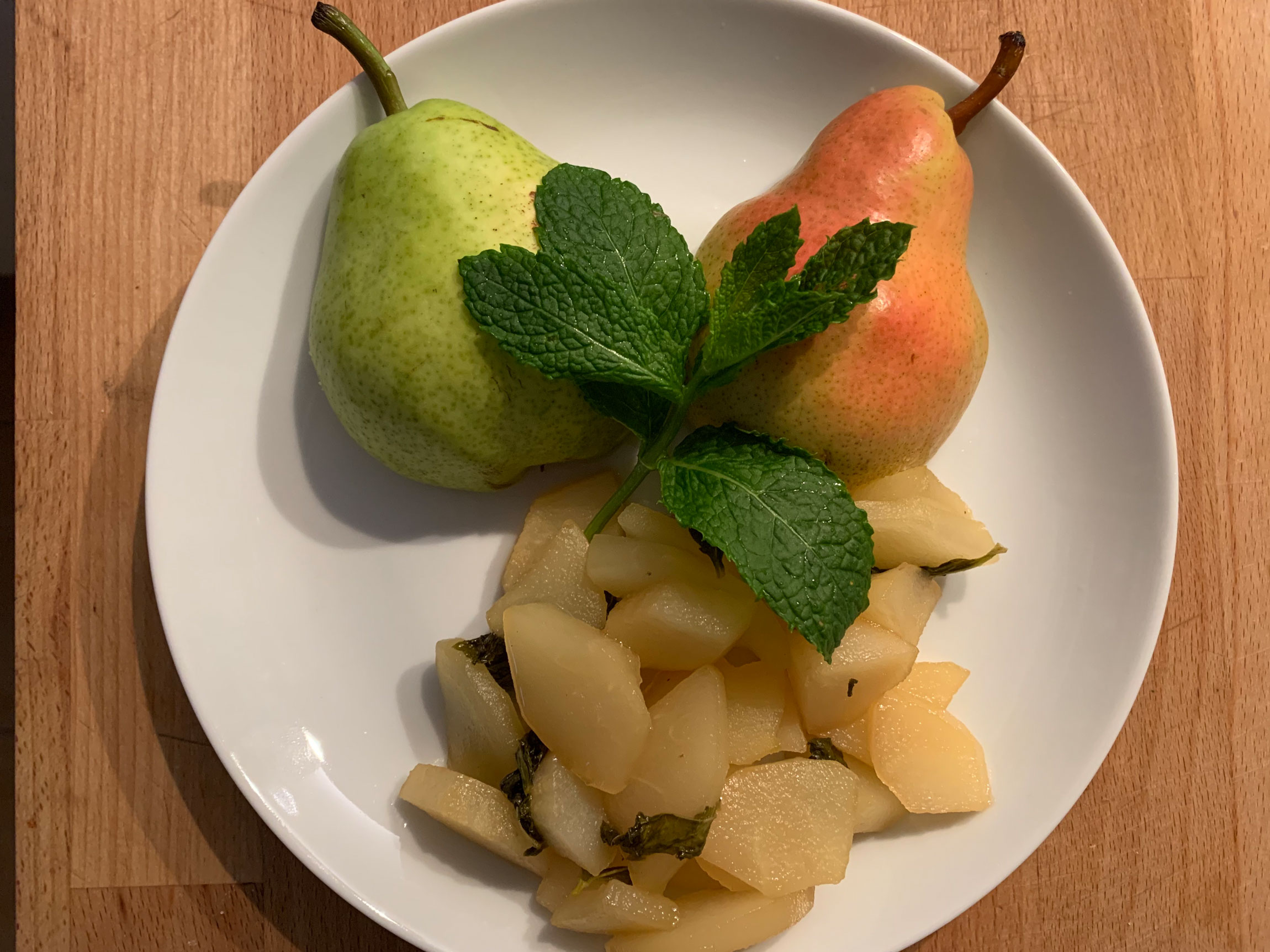 Pears with honey and mint